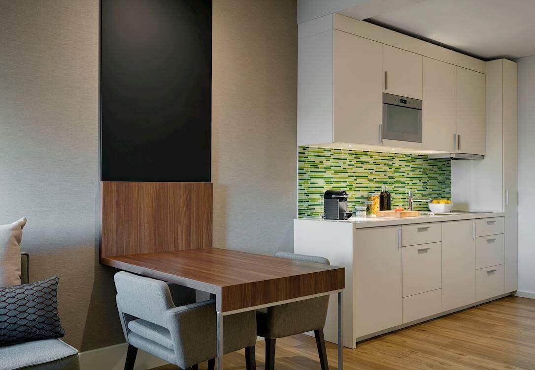 Onze suites zijn de ideale accomodaties voor een lang verblijf in Amsterdam vanwege een aparte lounge.